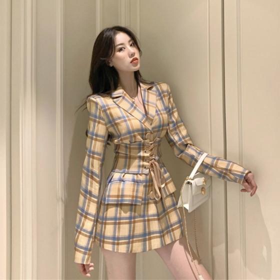 Suit, coat, women's niche, slim waist style suit, autumn 2021 with waist cover, 翻领格子西装外套 小众修身收腰炸街西服