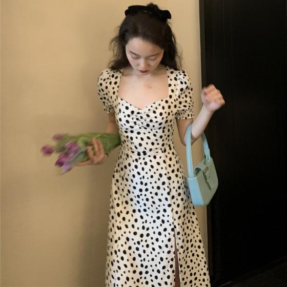 White Polka Dot French retro dress for women in summer 2021, 小蛮腰和天鹅颈都能一网打尽尽显身材 衣服的颜色能够影响穿着者的心情 夏季让人最先想到的当然要属神清气爽的淡色